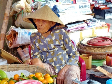 blog4 05 on the streets of Hoi An