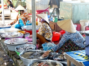 blog6 10 shopping on the Mekong