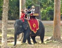 blog9 17 Angkor Thom taxi
