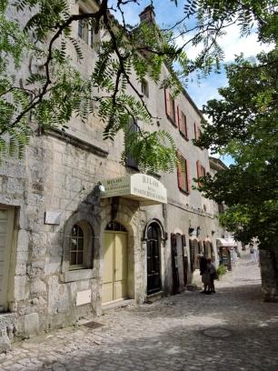 08-11-les-baux-de-provence-768x1024