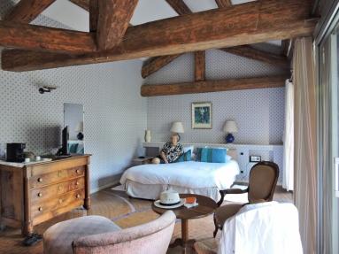 08-18-hotel-auberge-de-noves-1024x768