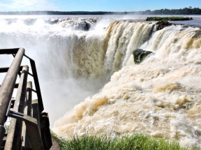 08-10 Iguazu - the Devil's Throat (800x599)