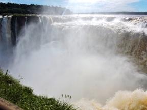 08-11 Iguazu - the Devil's Throat (800x600)