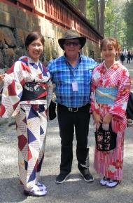 02-10 Nikko - geisha girls just love him-2
