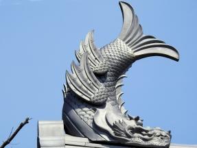 03-07 Nagano - Matsumoto Castle - fish symbol on roof (1024x772)