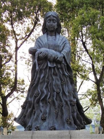 05-22 Nagasaki memorial sculptures (768x1024)