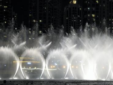 01-11 Dubai Mall water-&-light show (1024x768)