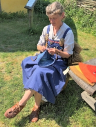 06-21 Arhus-Viking ring fortress-knitting demo-2
